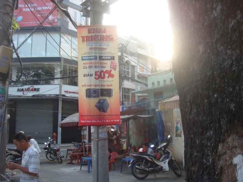 Treo banner quảng cáo Khai trương Showroom Sóng Âm Thanh
