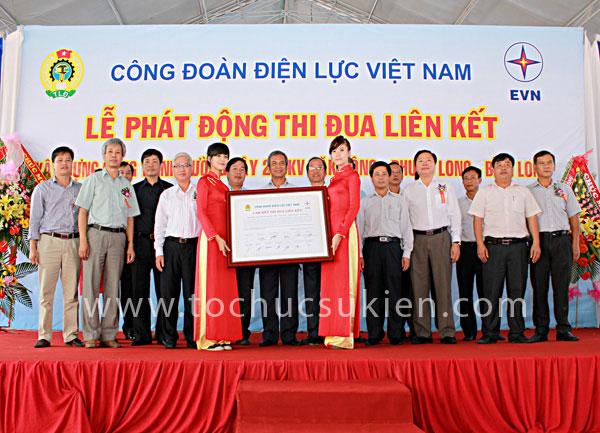 Tổ chức sự kiện Lễ phát động thi đua liên kết xây dựng công trình đường dây 220KV Đăk Nông - Phước Long - Bình Long - 1