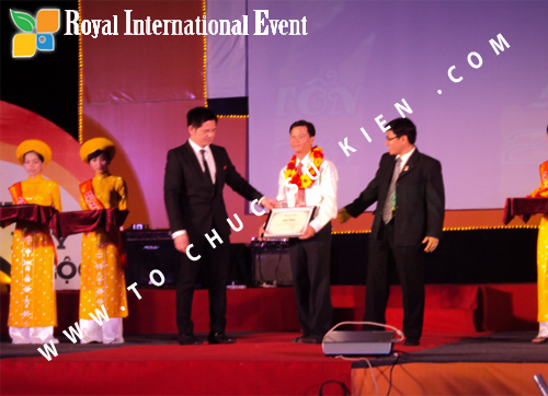 Tổ chức sự kiện Lễ  Tổng Kết năm 2010 và chào đón năm mới 2011 của công ty Cổ Phần Hữu Toàn 13