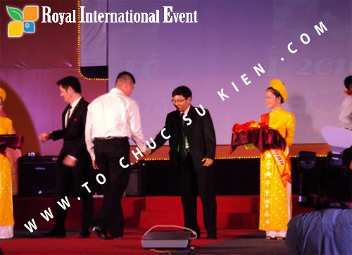 Tổ chức sự kiện Lễ  Tổng Kết năm 2010 và chào đón năm mới 2011 của công ty Cổ Phần Hữu Toàn 15