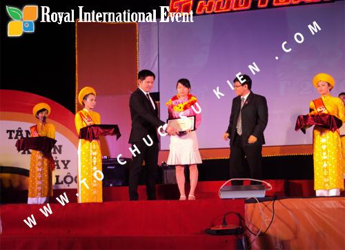 Tổ chức sự kiện Lễ  Tổng Kết năm 2010 và chào đón năm mới 2011 của công ty Cổ Phần Hữu Toàn 16