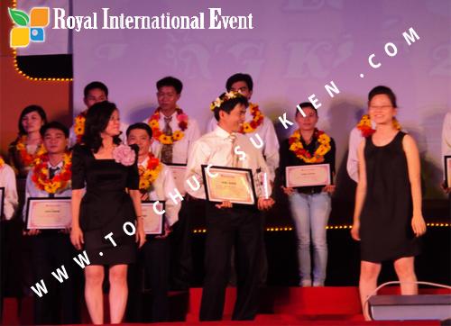 Tổ chức sự kiện Lễ  Tổng Kết năm 2010 và chào đón năm mới 2011 của công ty Cổ Phần Hữu Toàn 18