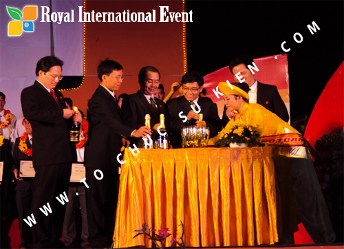 Tổ chức sự kiện Lễ  Tổng Kết năm 2010 và chào đón năm mới 2011 của công ty Cổ Phần Hữu Toàn 20