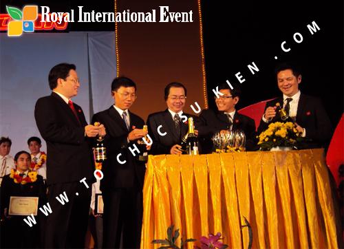 Tổ chức sự kiện Lễ  Tổng Kết năm 2010 và chào đón năm mới 2011 của công ty Cổ Phần Hữu Toàn 21