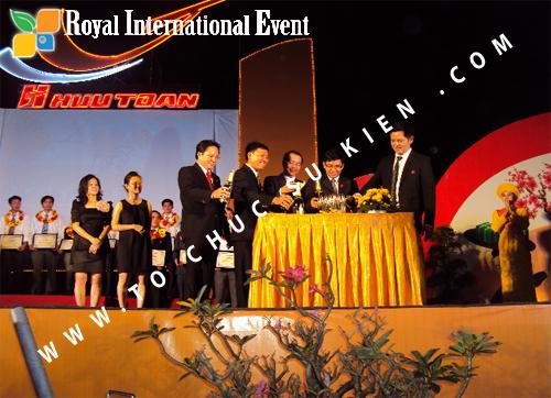 Tổ chức sự kiện Lễ  Tổng Kết năm 2010 và chào đón năm mới 2011 của công ty Cổ Phần Hữu Toàn 23