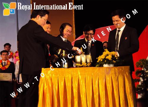 Tổ chức sự kiện Lễ  Tổng Kết năm 2010 và chào đón năm mới 2011 của công ty Cổ Phần Hữu Toàn 24