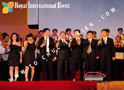 Tổ chức sự kiện Lễ  Tổng Kết năm 2010 và chào đón năm mới 2011 của công ty Cổ Phần Hữu Toàn 25