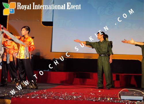 Tổ chức sự kiện Lễ  Tổng Kết năm 2010 và chào đón năm mới 2011 của công ty Cổ Phần Hữu Toàn 28