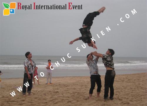 Tổ chức sự kiện Đêm tiệc Royal Dream – Giấc mơ hoàng tộc của Công ty CP Du Lịch Hoa Anh Đào và Cty CP ĐT KD Địa Ốc Hưng Thịnh 21