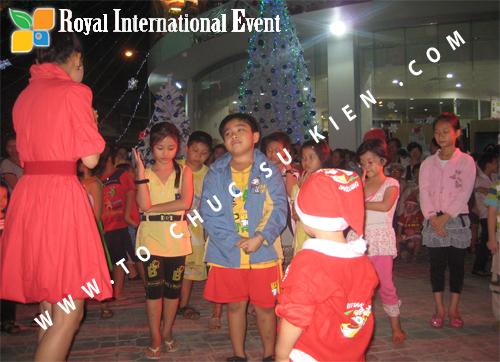 Cho thuê, Tổ chức sự kiện Đêm Giáng Sinh cho Trung tâm mua sắm HomeOne 12