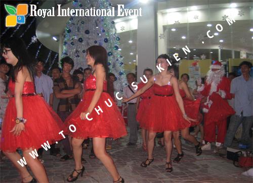 Cho thuê, Tổ chức sự kiện Đêm Giáng Sinh cho Trung tâm mua sắm HomeOne 17